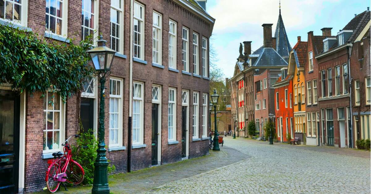 Renting vs buying a house in the netherlands for Dutch real estate websites