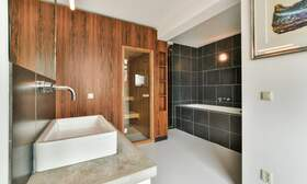€2,250 / 1br - 125m2 - Unique 1 Bedroom Apartment Available Now (Amsterdam Center) - Upload photos 8