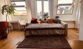 Spacious room with canal views - Upload photos