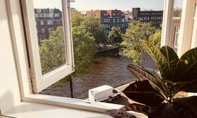 Spacious room with canal views - Upload photos 3